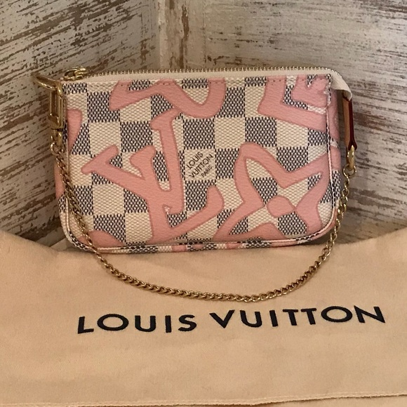 4e664725a7b2 Louis Vuitton Handbags - 💗MD SALE💗Louis Vuitton tahitienne mini pochette